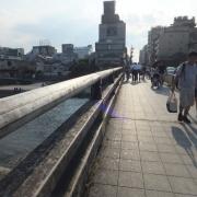 03三条大橋を渡り、鴨川を越えます。