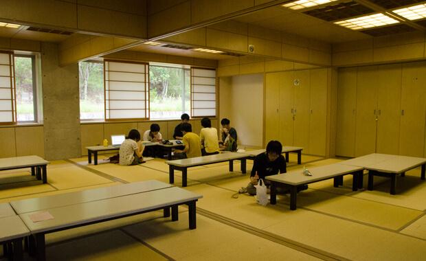 食堂2F休憩スペース和室